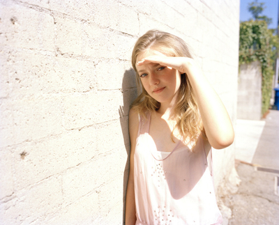 http://images2.fanpop.com/image/photos/8800000/Tierney-Gearon-Photoshoot-dakota-fanning-8893305-400-323.jpg