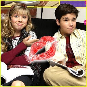 iCarly kissing!