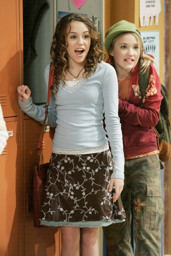 Miley Cyrus and Emily Osment miley  emilyEmily Osment And Miley Cyrus