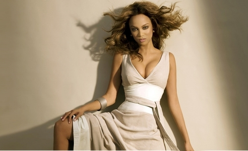 Tyra Banks wolpeyper with a hapunan dress called tyra shoots