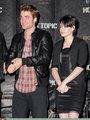 HQ Photos of Robert Pattinson at Hot Topic - twilight-series photo