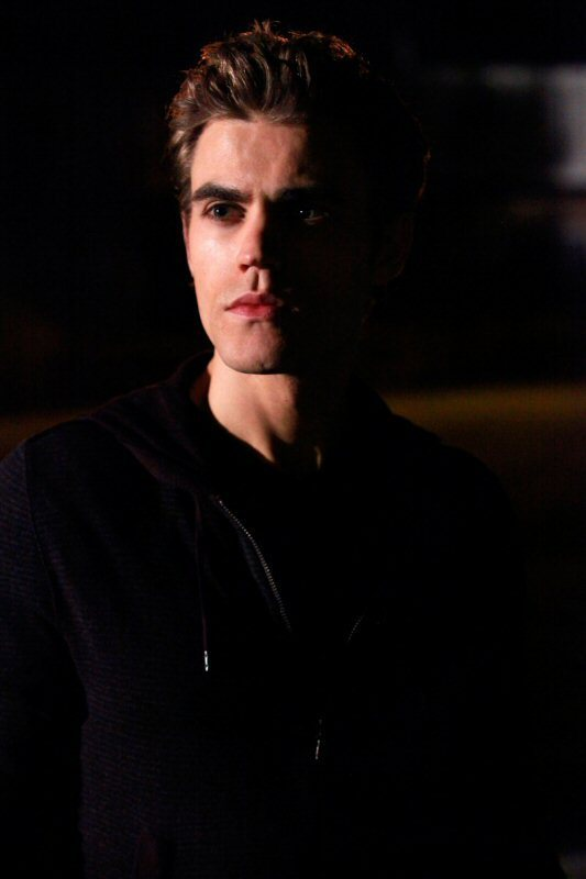 http://images2.fanpop.com/image/photos/8900000/1-10-the-turning-point-promo-photos-the-vampire-diaries-tv-show-8929094-533-800.jpg