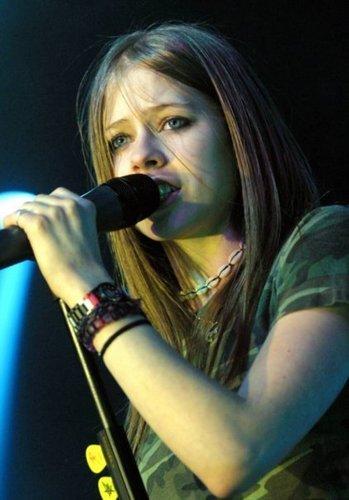 Avril Lavigne wallpaper containing a concert titled Avril Lavigne