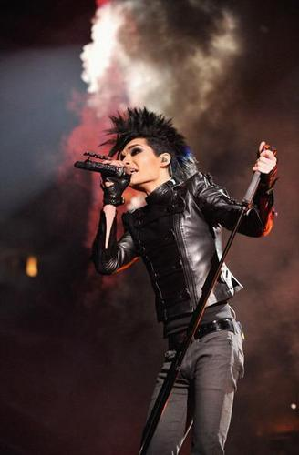 Bill Kaulitz 壁纸 possibly containing a 音乐会 called B.Kaulitz - EMAs <3