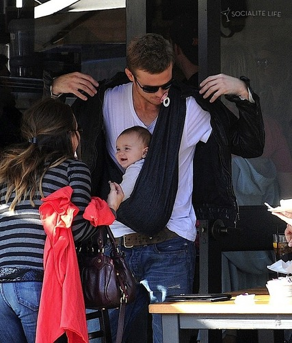 Cam Gigandet with daughter Everleigh रे and his wife at टोस्ट