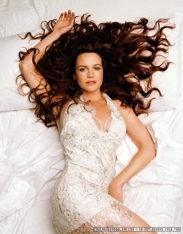 Carla Gugino | malaikat Photoshoot