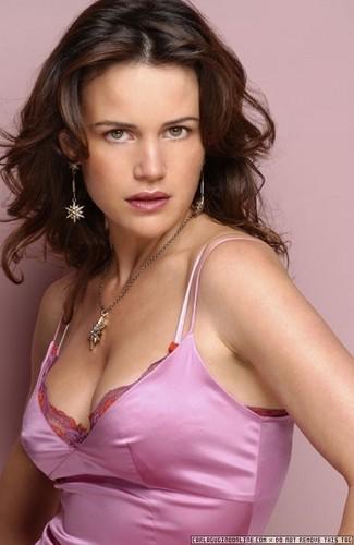 Carla Gugino | rosa Dress Photoshoot