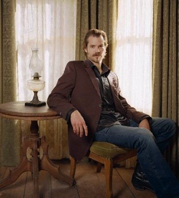 Timothy Olyphant wallpaper containing a business suit, a drawing room, and a living room called DEADWOOD
