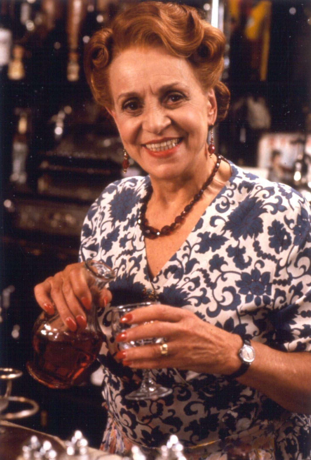 http://images2.fanpop.com/image/photos/8900000/Edith-allo-allo-bbc-sitcom-8985763-1061-1565.jpg