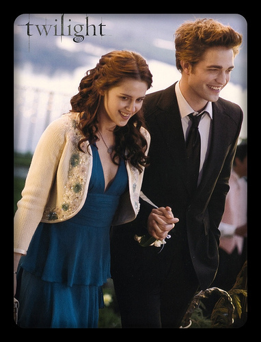 Twilight la saga wallpaper with a business suit called Edward and Bella
