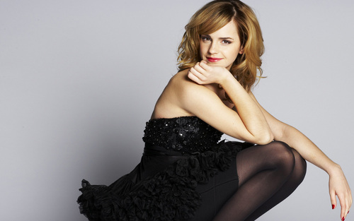 Emma Watson wolpeyper possibly containing a kaktel dress and a hapunan dress called Emma Watson