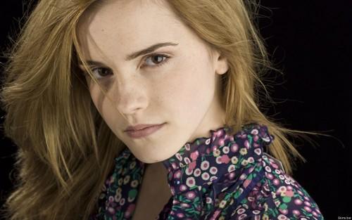 Emma Watson wallpaper possibly with a portrait titled Emma Watson