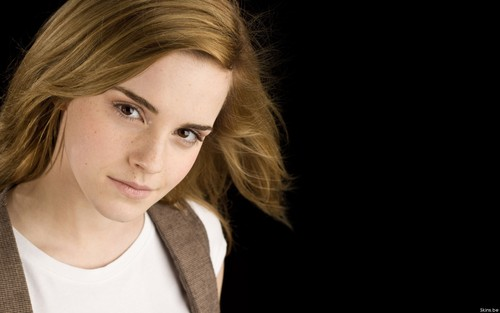 Emma Watson wallpaper probably containing a portrait entitled Emma Watson