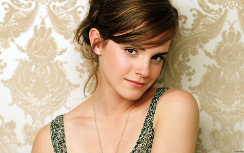 emma watson wallpaper possibly containing a portrait called Emma Watson