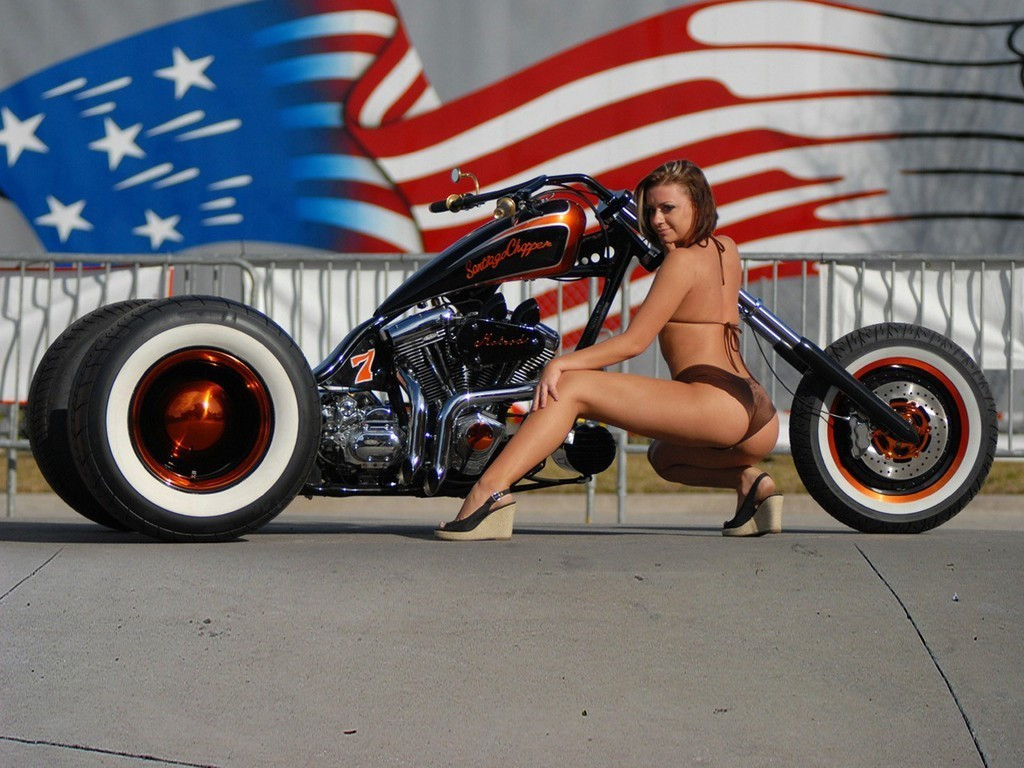 Hot Girls On Harley-Davidson Motorcycles
