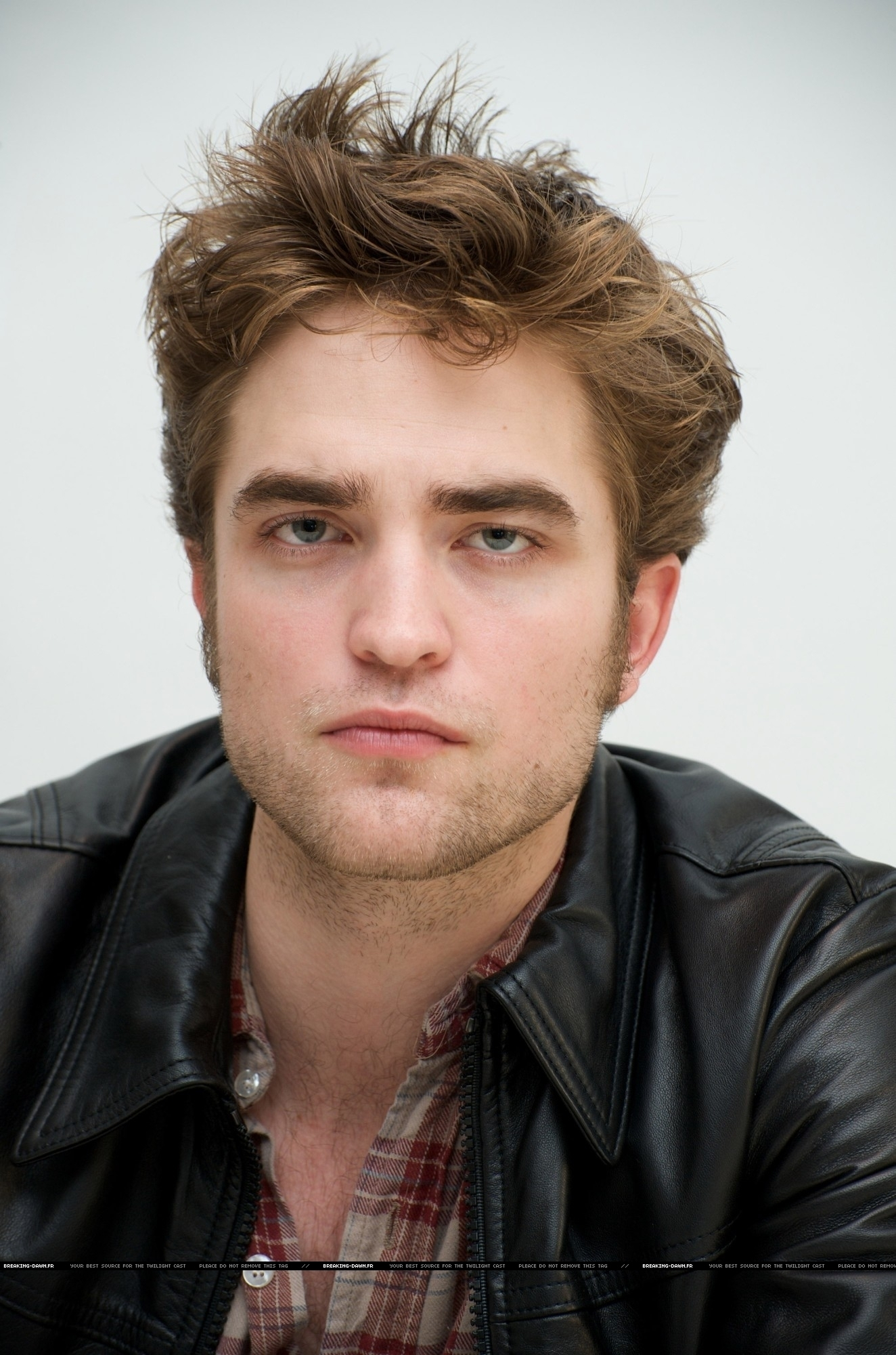 HQ Robert Pattinson images From the New Moon Press Conference