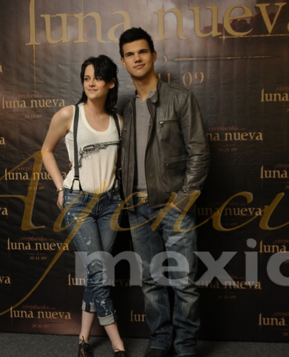 Kriss and Taylor Press Conference Mexico Nov 3