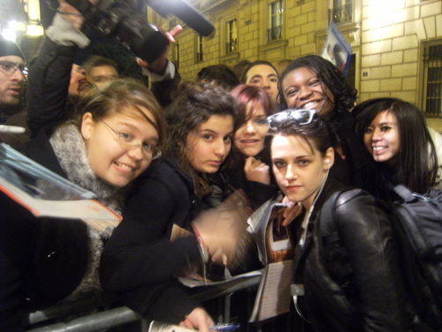 Kristen & fan - First pic from Paris