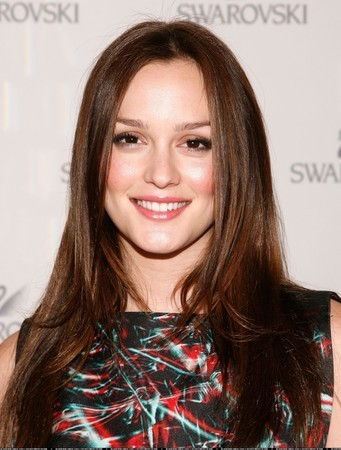 http://images2.fanpop.com/image/photos/8900000/Leighton-You-Know-You-Want-It-Book-Party-leighton-meester-8970314-341-450.jpg