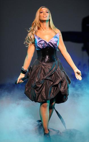 Leona performing at Hackney Empire