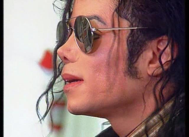 Michael bista sa tagiliran