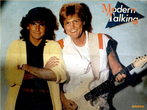 Modern Talking achtergrond with a guitarist entitled Moder Talking