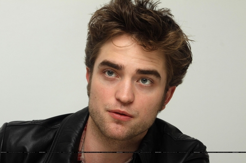 और HQs of Robert Pattinson from New Moon Press Conference