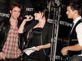 New Moon Cast hits Hot Topic!! - twilight-series photo