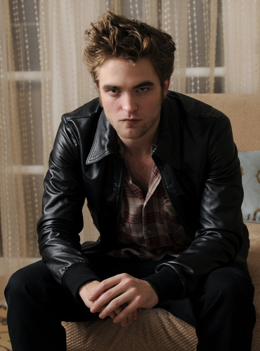 New* Robert Pattinson HQ Pics