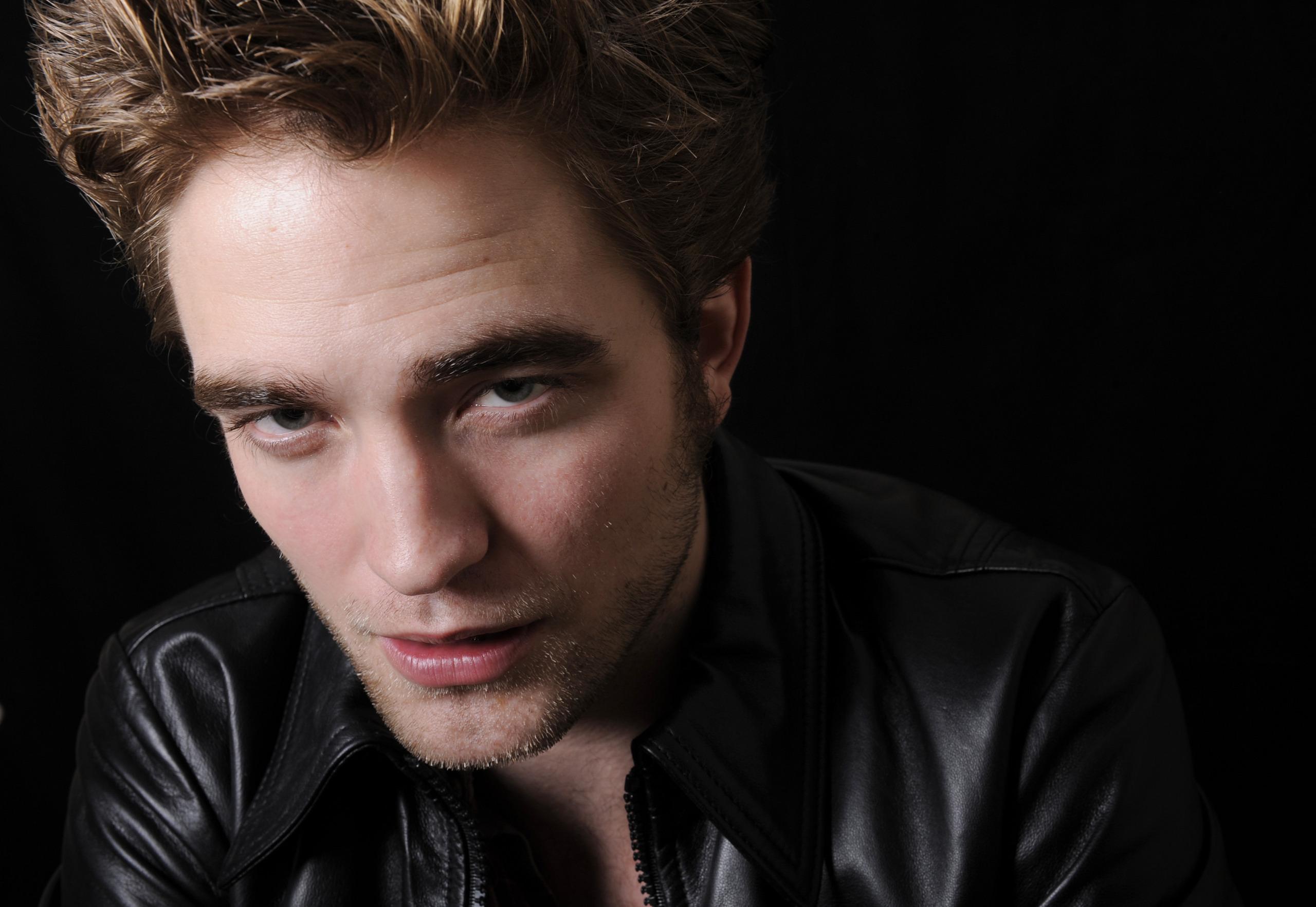New* Robert Pattinson HQ Pics