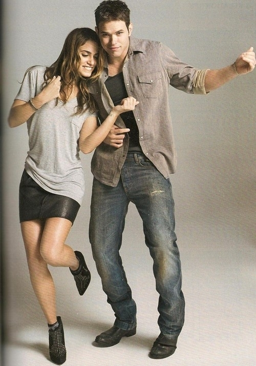 http://images2.fanpop.com/image/photos/8900000/Nikki-Kellan-Ashley-Jackson-Glamour-UK-Scans-twilight-series-8927074-500-714.jpg