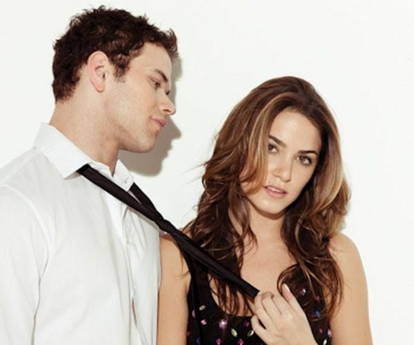 http://images2.fanpop.com/image/photos/8900000/Nikki-Reed-and-Kellan-Lutz-for-Nylon-twilight-series-8903070-600-500.jpg