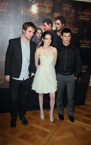 Paris Photocall 1and Taylor 0/11/09 with Rob, Kristen