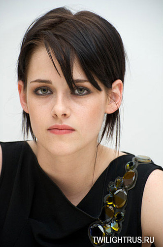 http://images2.fanpop.com/image/photos/8900000/Press-Conference-Photos-Kristen-Taylor-Dakota-and-Rob-twilight-series-8989202-331-500.jpg