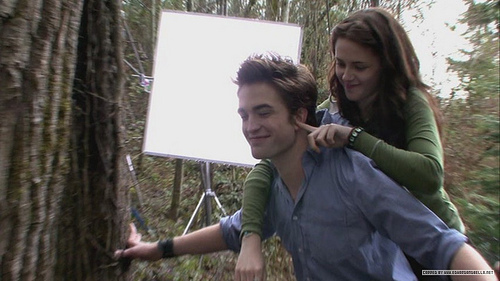 Robert & Kristen on Twilight set Funny :))))