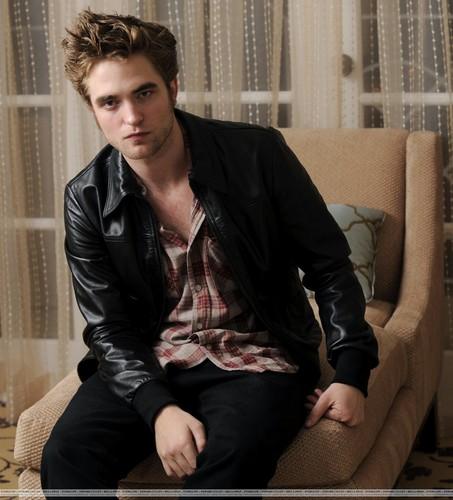 Robert Pattinson: Beverly Hills Portrait Session