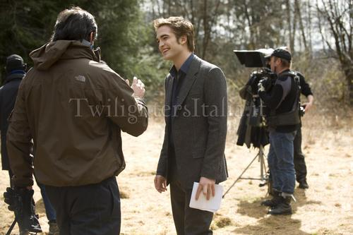 Robert Pattinson New Moon behind the scenes HQ still