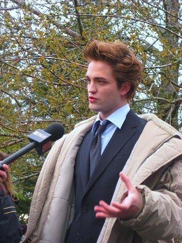 Robert Pattinson Twilight set