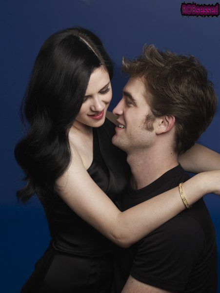 http://images2.fanpop.com/image/photos/8900000/Robert-Pattinson-and-Kristen-Stewart-Harper-s-Bazaar-Outtakes-twilight-series-8903811-451-600.jpg