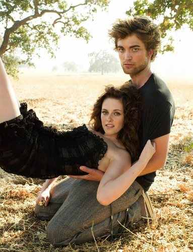 Mafuatano ya Twilight karatasi la kupamba ukuta entitled Robert Pattinson and Kristen Stewart - Vanity Fair photoshoot