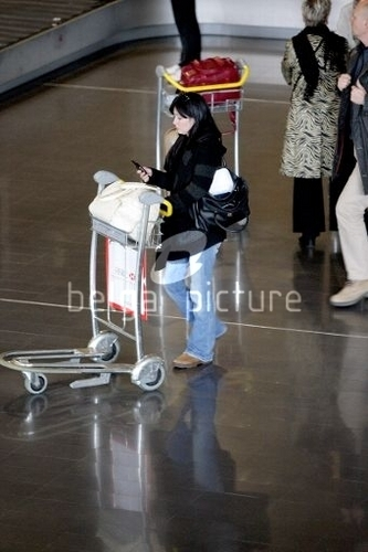 Shannen at Paris Aeroport Charles De Gaulle