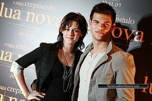Taylor and Kristen in Brazil