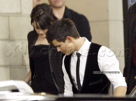 Taylor leaving the Jimmy Kimmel studio