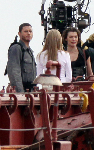 Wentworth on set Resident Evil: Afterlife - wentworth-miller Photo