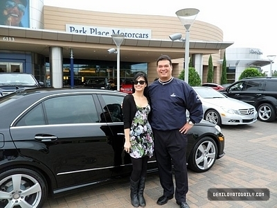 demi Buying her Mercedes!