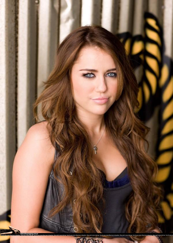 http://images2.fanpop.com/image/photos/8900000/party-in-the-USA-party-in-the-usa-miley-cyrus-8955214-600-840.jpg