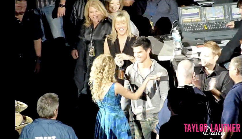 taylor lautner at taylor swift concert