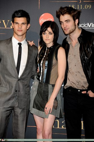 Twilight Series wallpaper possibly containing a business suit entitled  Pictures From Madrid Event With Robert Pattinson, Kristen Stewart, Taylor Lautner
