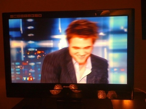 Robert Pattinson- French TV Pics