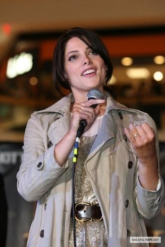 """The Twilight Saga: New Moon"" Mall Tour - Chicago 10.11.09"